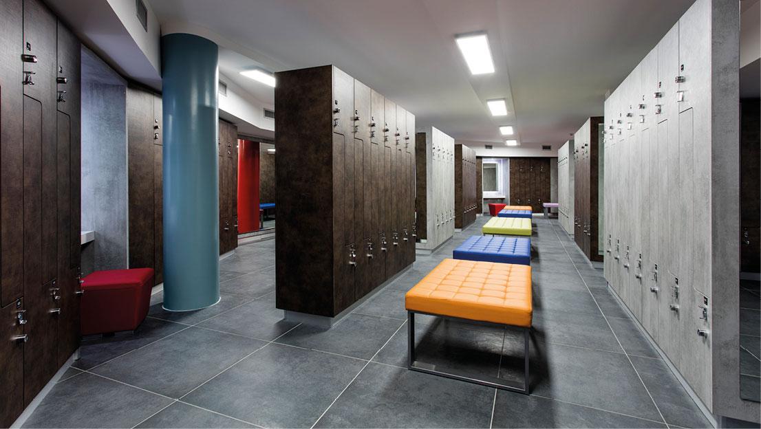 Arredamento palestre, spa. Armadi spogliatoi, reception, guardaroba, panche, box doccia