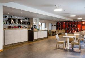 Area Lounge, Sala da Pranzo, divani e poltrone, panche e sedute, sgabelli, tavoli, fioriere, vetrine e mobili, banconi